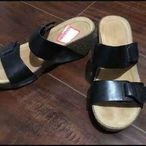 New Clark's Sandals black Women's Sz 7M 2.5 inches
